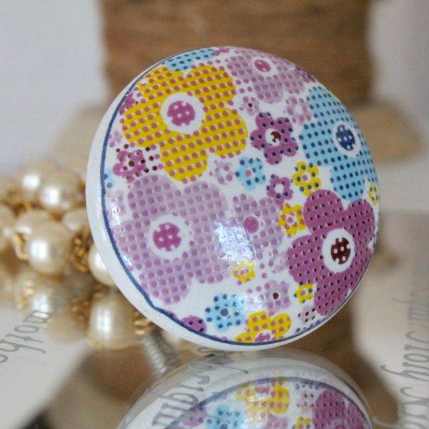 Porcelænsgreb med fine farverige blomster