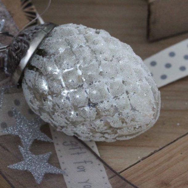 Aflang julekugle med flot 'sne'