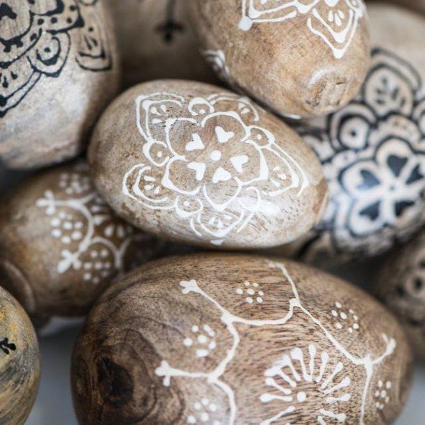 Påskeæg i mangotræ med dekoration