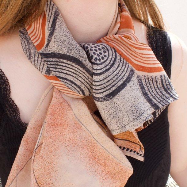 Håndlavet silketørklæde i vintage sari silke - gyldne nuancer - 100x100 cm