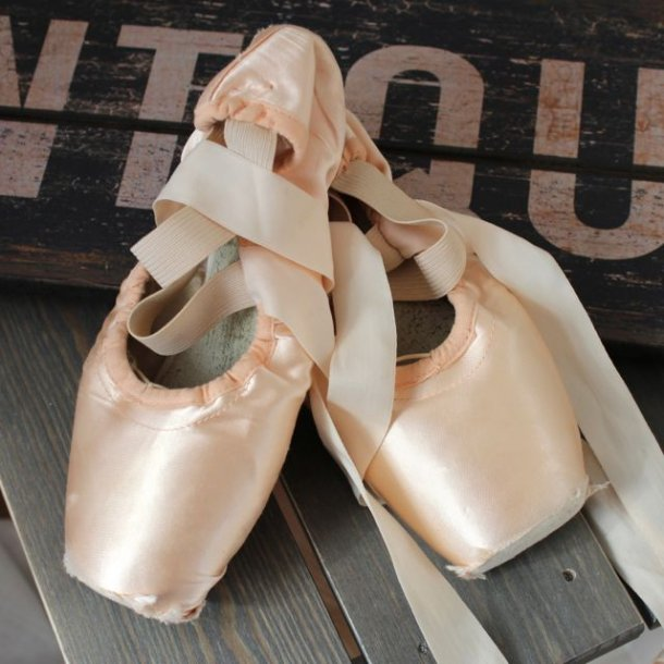 Balletsko til overdådig dekoration - gamle
