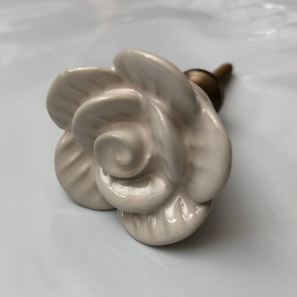 Knop i blomsterdesign - creme m/messing
