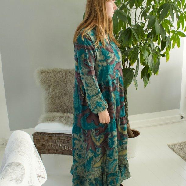 BOHO kjole med v-hals håndsyet i ægte vintage sari silke stoffer - mørk turkis mm. - str. M/L