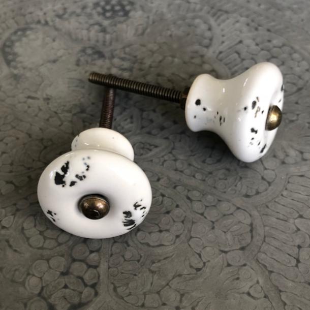 Knop med fin patina - porcelæn - off white