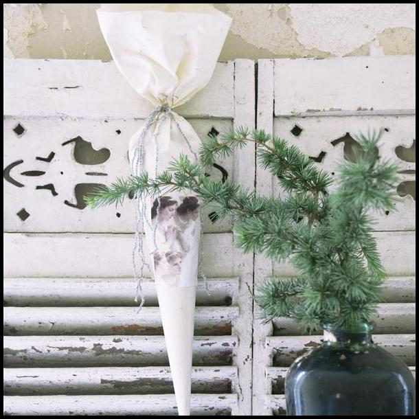 Julekræmmerhus med smukke juleengle - nostalgisk klassisk julepynt